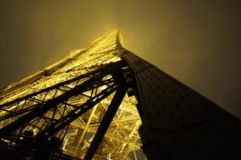Eiffel Tower lighting up